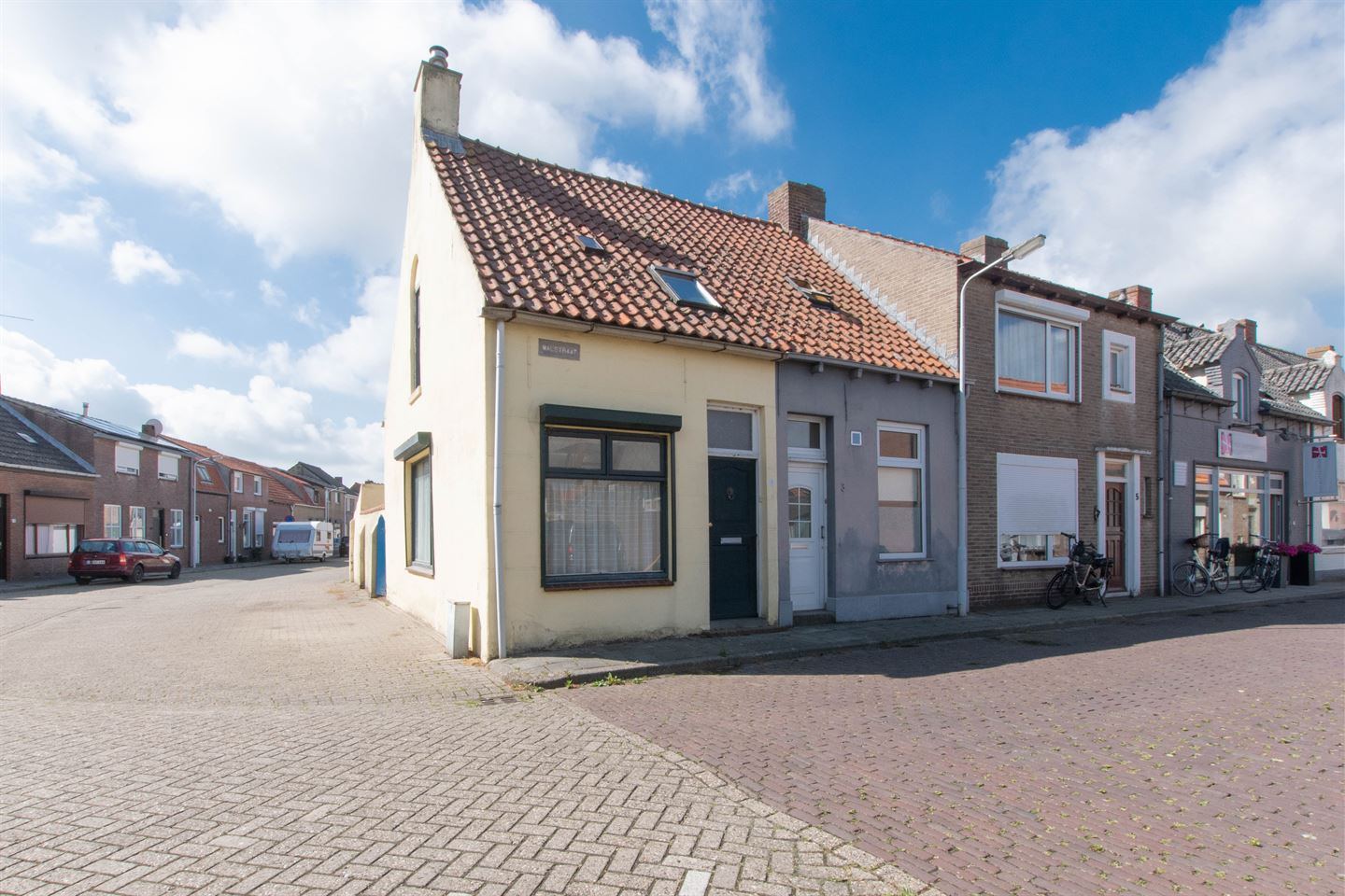 View photo 1 of Walstraat 1
