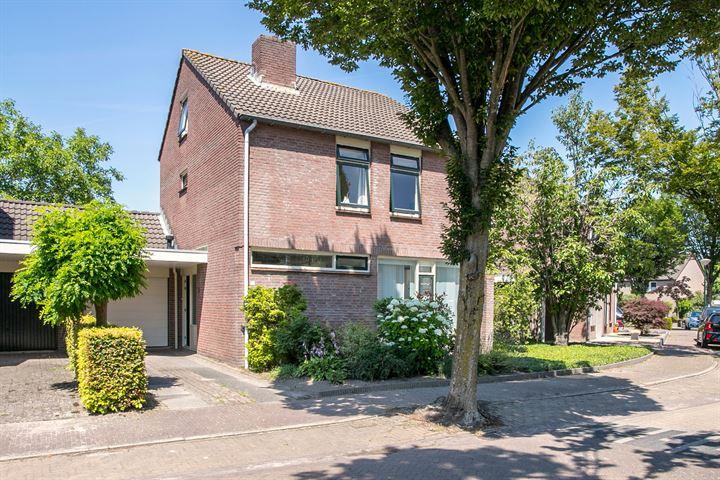 Burg. Van den Oeverstraat 12