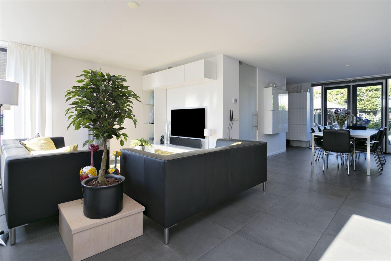 View photo 2 of Schouwenbank 119