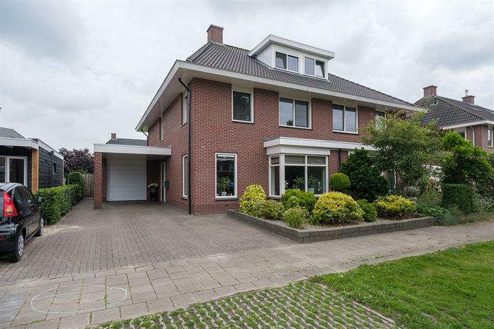 Carry van Bruggenweg 44