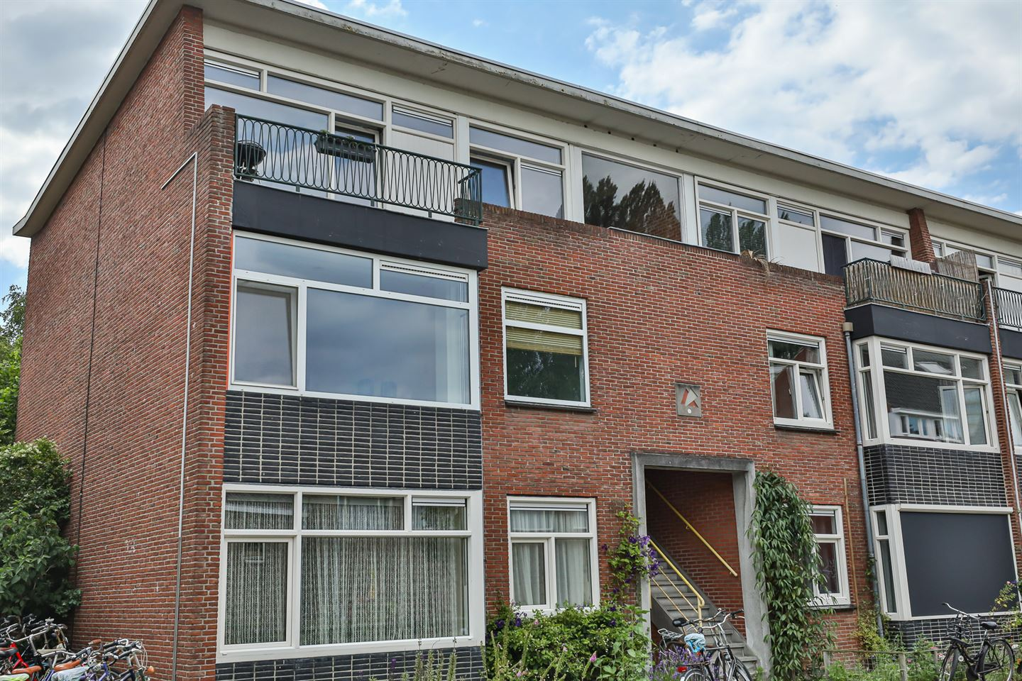 View photo 2 of Berkelstraat 41