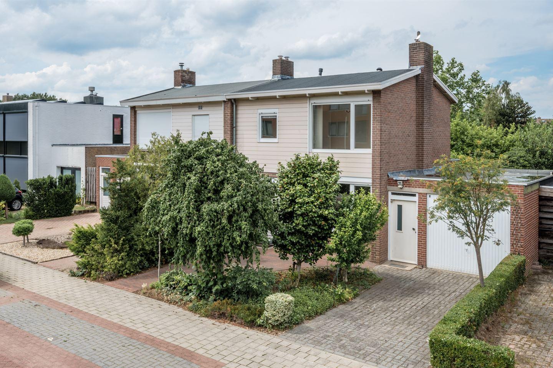 Bekijk foto 2 van Graaf Hermanstraat 24
