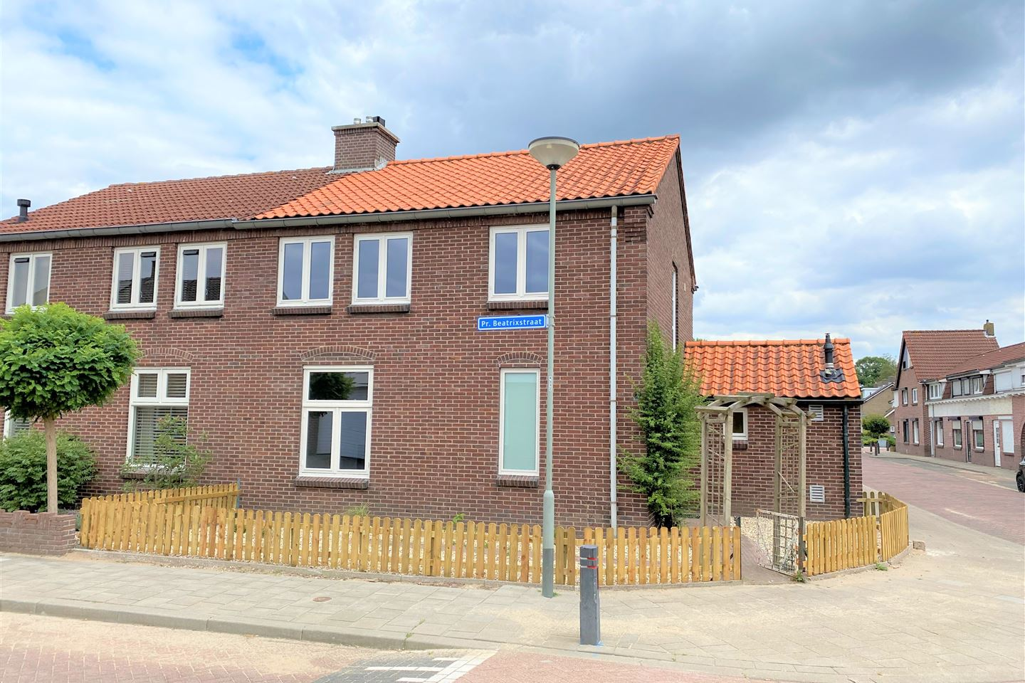 View photo 1 of Pr.Beatrixstraat 1