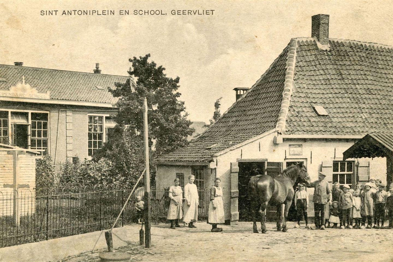 Bekijk foto 2 van Schoolstraat 2