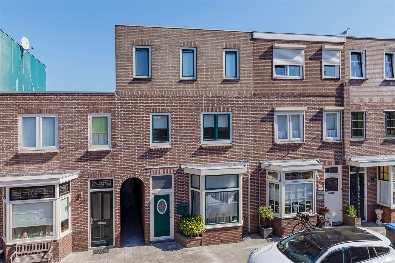 Bekijk foto 1 van De Ruyterstraat 90