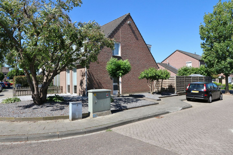 Bekijk foto 1 van Kapelaan Wijnensingel 69