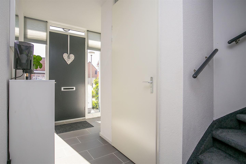 Bekijk foto 3 van Burg. Mr. H. Popstraat 22