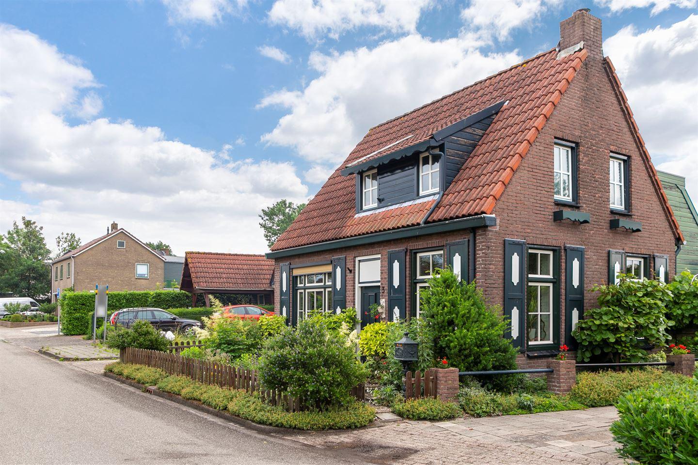 Bekijk foto 2 van Prinses Beatrixstraat 3