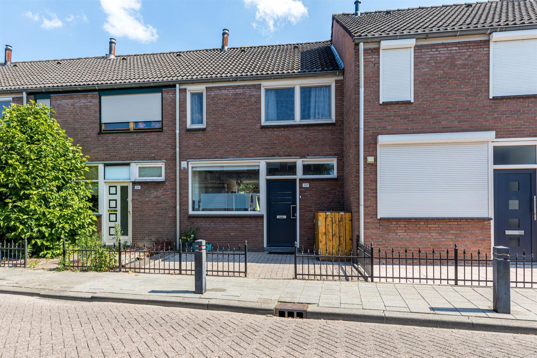 Bekijk foto 1 van Van Hogendorpstraat 26 a
