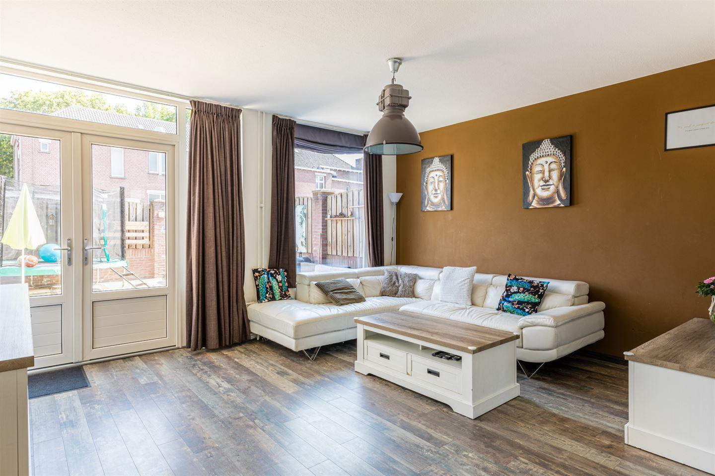 Bekijk foto 2 van Van Hogendorpstraat 26 a