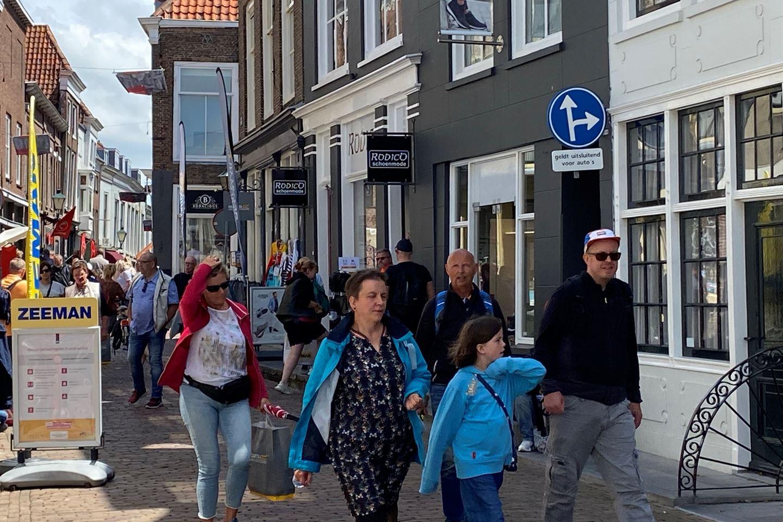 Bekijk foto 2 van Poststraat 5
