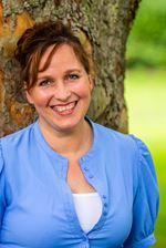 Betty Nieuwenhuis (Real estate agent assistant)