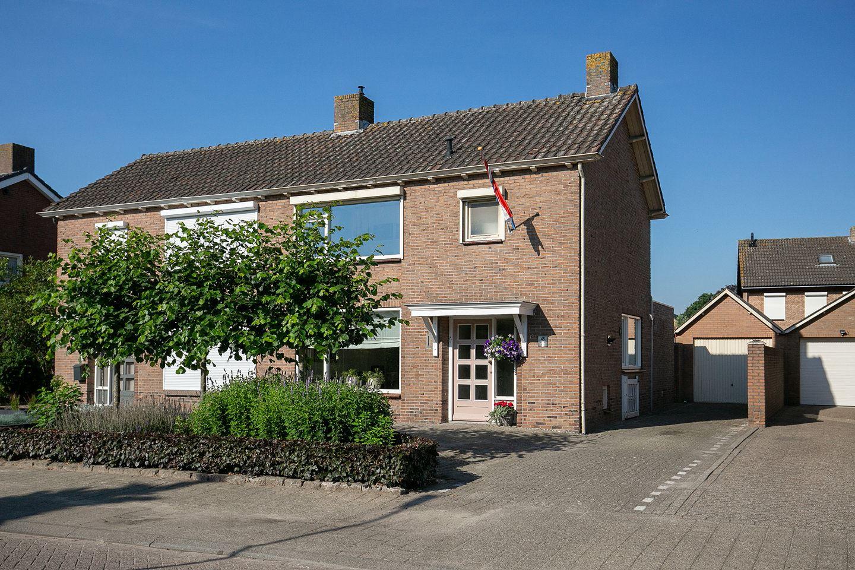 Bekijk foto 1 van Pastoor de Bakkerstraat 45