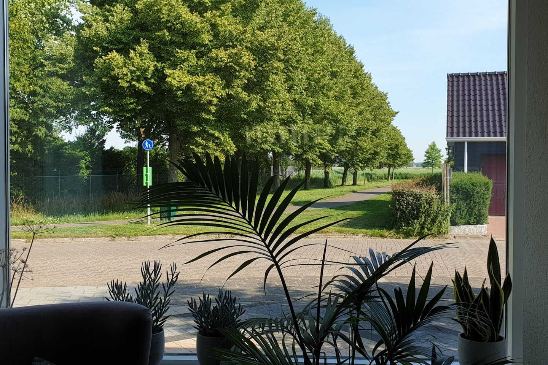 Bekijk foto 5 van Burgemeester van Eetenstraat 21