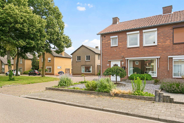 Bekijk foto 2 van Maasstraat 59