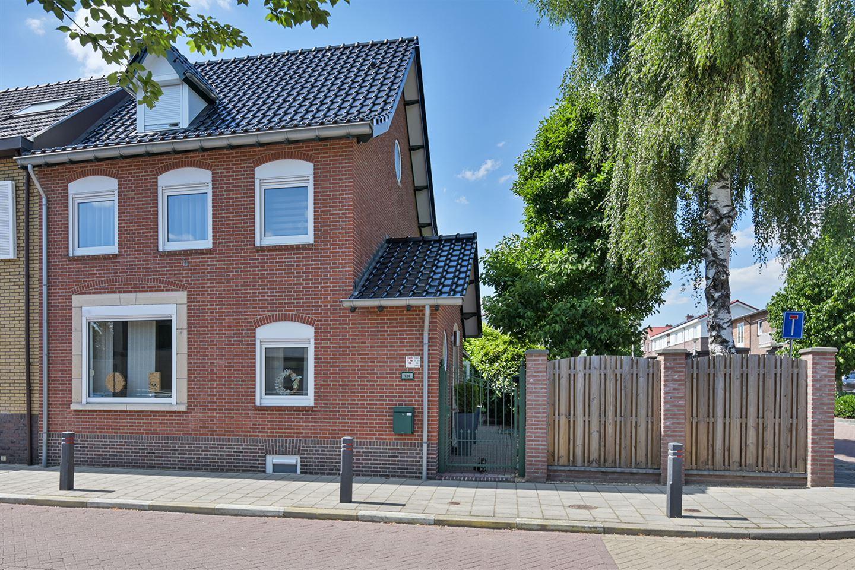 Bekijk foto 1 van Kampstraat 124