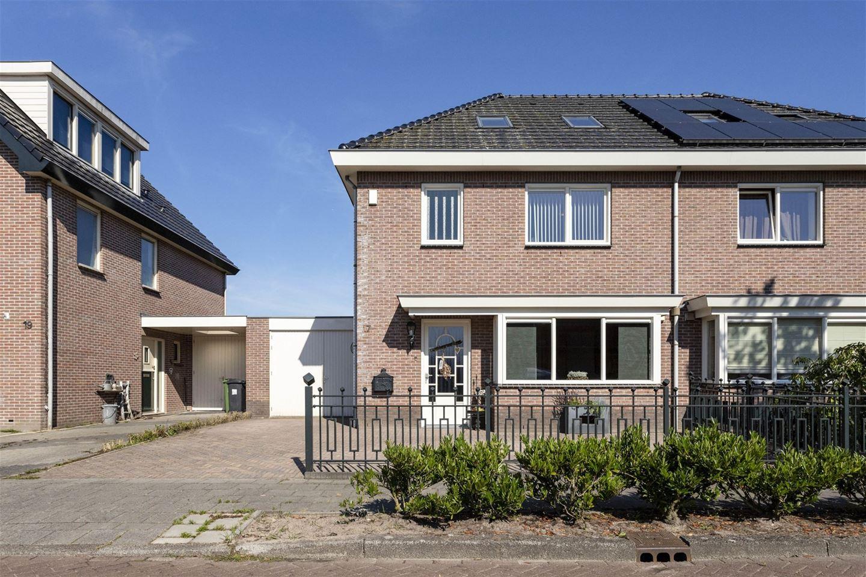 Bekijk foto 2 van Meester Folkertsstraat 17