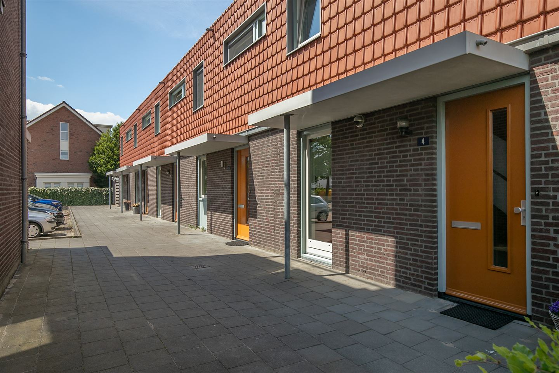 View photo 2 of Terracottastraat 4