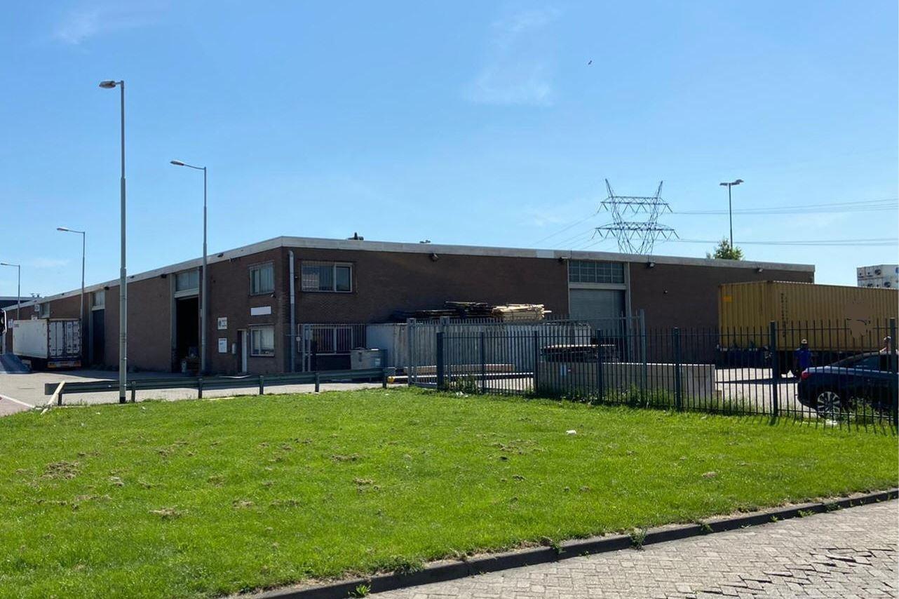 Bekijk foto 2 van Van Veenendaalweg 5