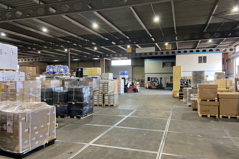 Bekijk foto 3 van Van Veenendaalweg 5