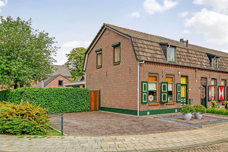 Bekijk foto 1 van Van Brederodestraat 11