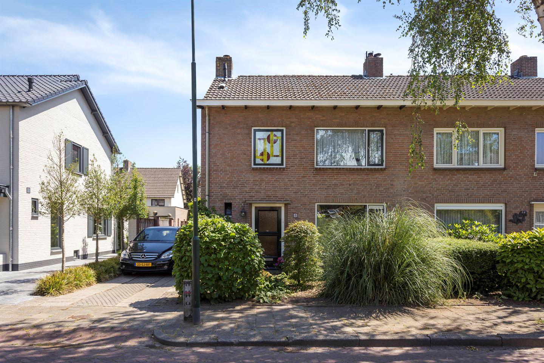 Bekijk foto 2 van Pater van den Elsenstraat 8