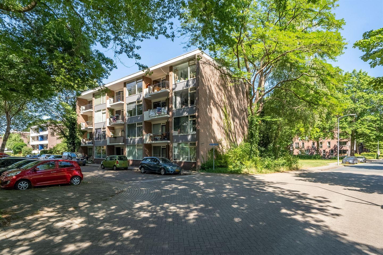 Bekijk foto 1 van Van der Waalsstraat 10