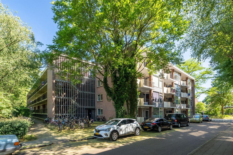 Bekijk foto 2 van Van der Waalsstraat 10