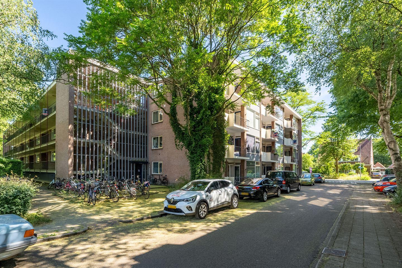 Bekijk foto 3 van Van der Waalsstraat 10