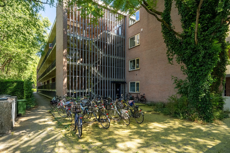 Bekijk foto 4 van Van der Waalsstraat 10