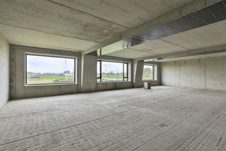 View photo 4 of Regattaweg 460