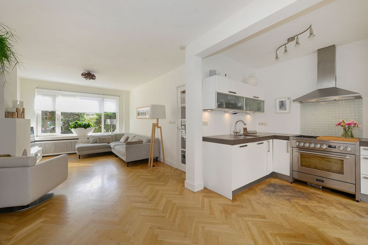 Bekijk foto 3 van van Lugtenburgstraat 11