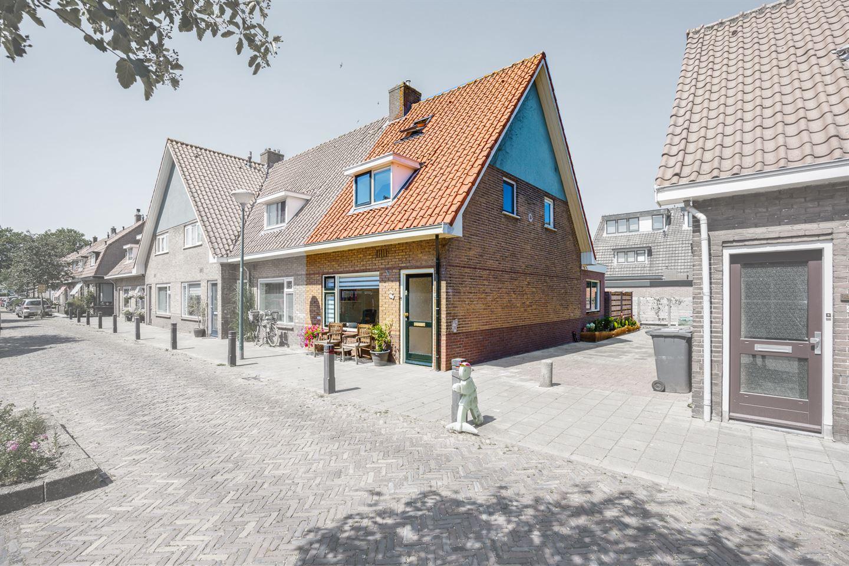 Bekijk foto 2 van Burgemeester Strick van Linschotenstraat 14