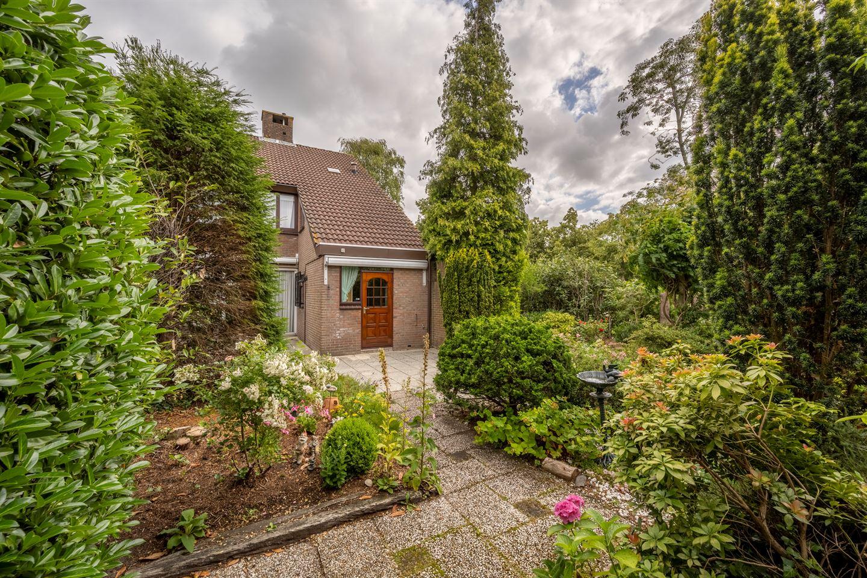 View photo 2 of Raadhuislaan 45