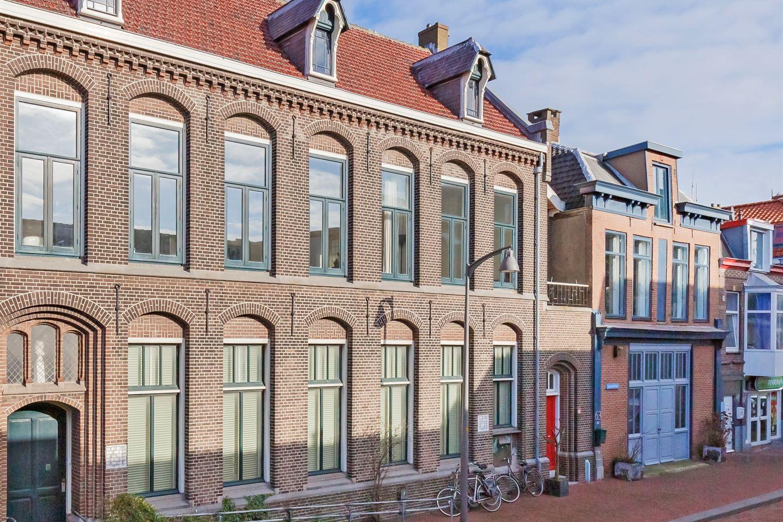 Bekijk foto 1 van Kanaalstraat 61 rood