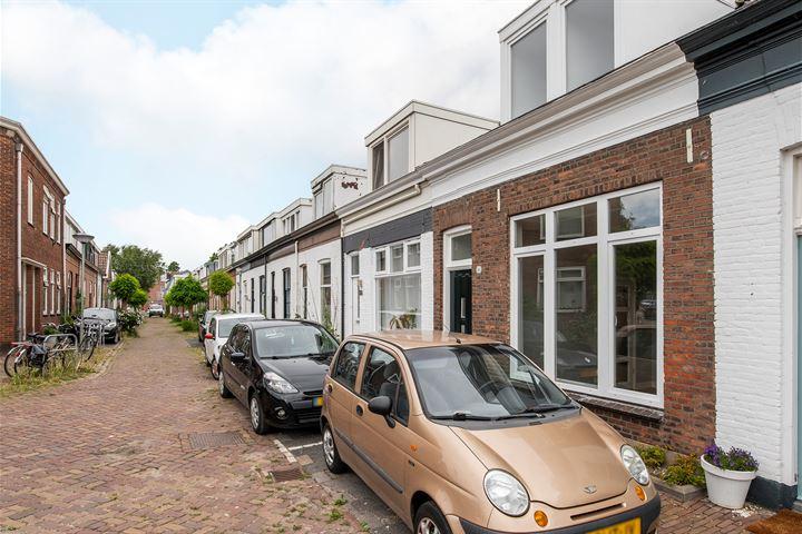 Adriaan van Altenastraat 30