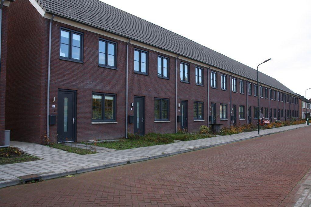 Bekijk foto 1 van Pastoor van der Meijdenstraat 55