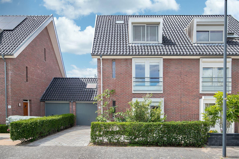 Bekijk foto 1 van Theo van Doesburgstraat 13