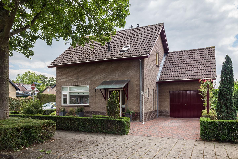 Bekijk foto 2 van Van Hogendorpstraat 11