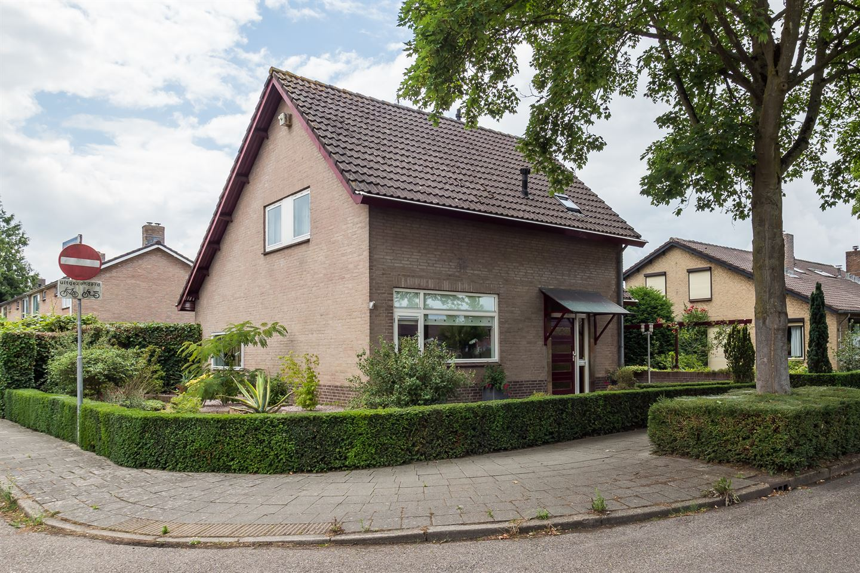 Bekijk foto 3 van Van Hogendorpstraat 11