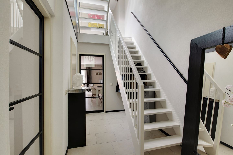 View photo 2 of Roggestraat 149