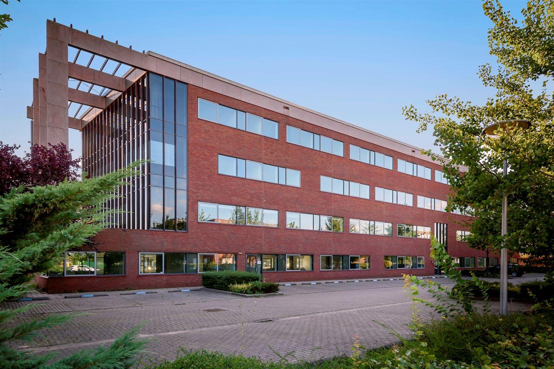Bekijk foto 2 van Mr E.N. van Kleffensstraat 12 .