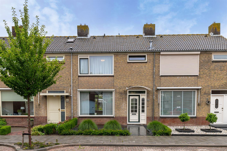 Bekijk foto 1 van Graaf Adolfstraat 30