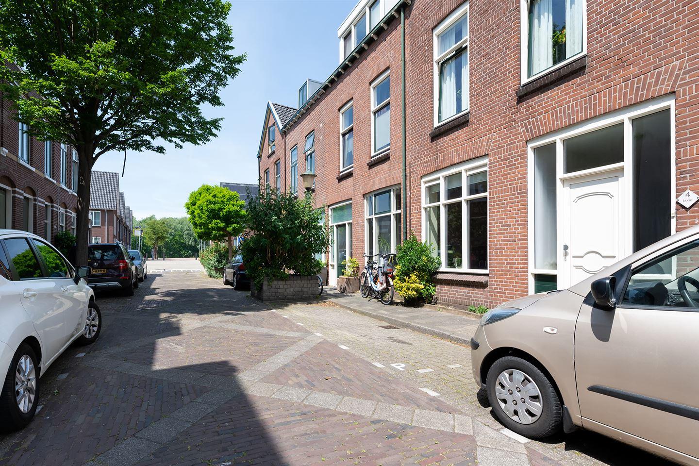 Bekijk foto 3 van Hellevoetsestraat 4