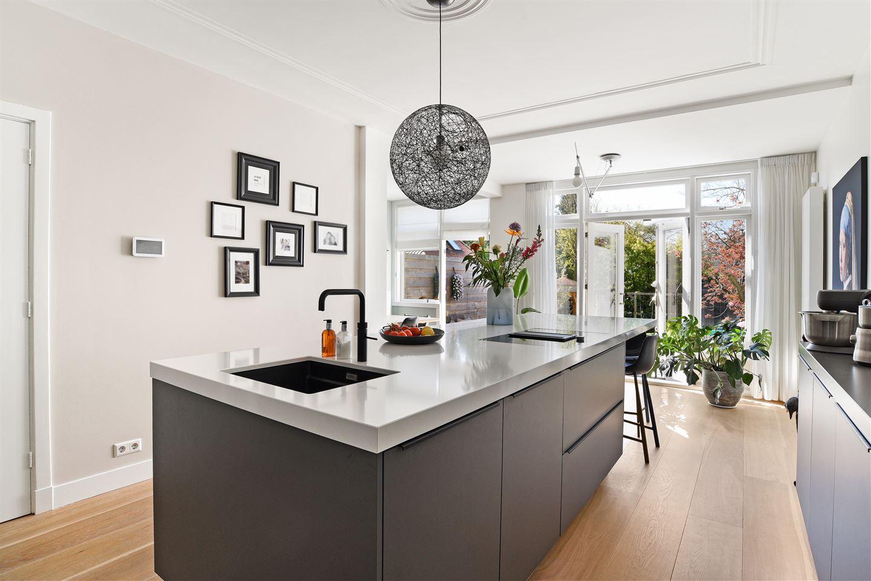 Bekijk foto 2 van Van Zuylen van Nijeveltstraat 75