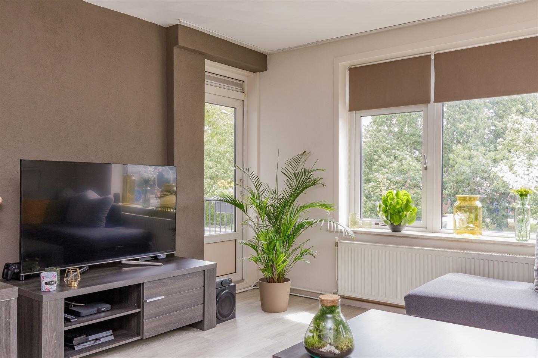 View photo 2 of Ruysdaelstraat 150