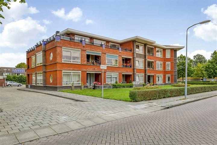 Pastoor Nuijenstraat 55