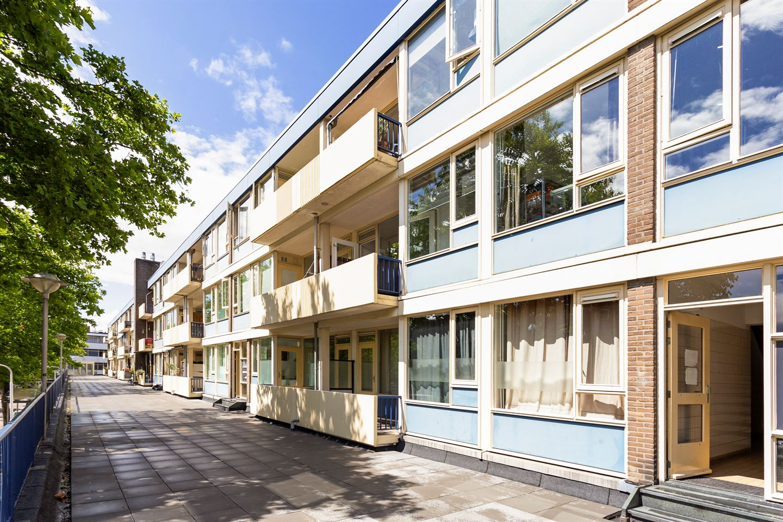 Bekijk foto 1 van Louis Bouwmeesterplein 7