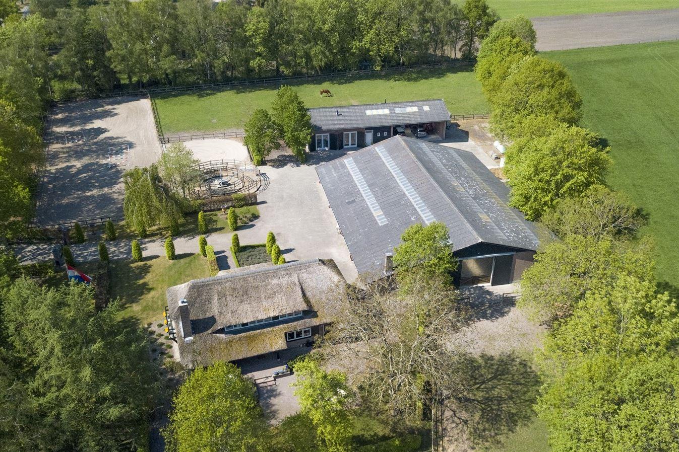 View photo 2 of Oirschotseweg 95