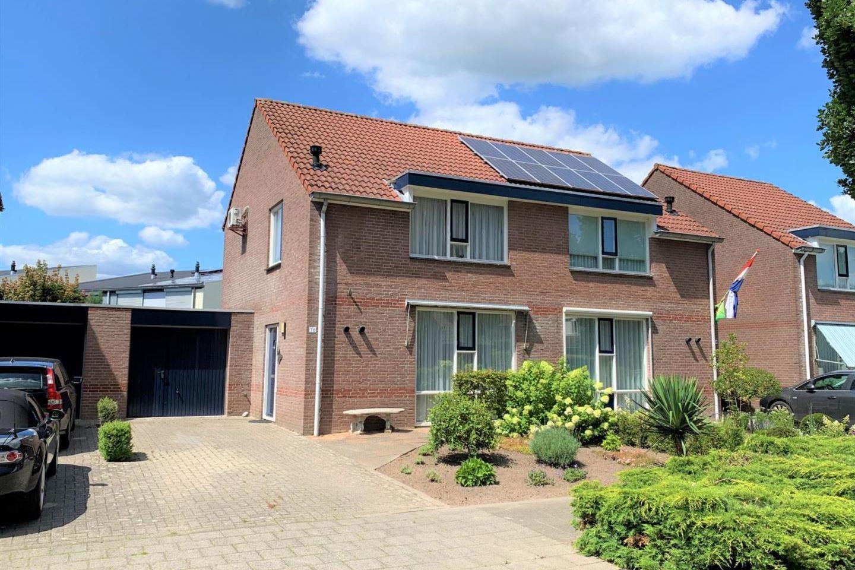 View photo 1 of Burgemeester van Lokvenstraat 76